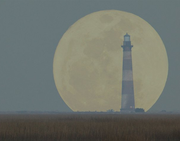 Charleston Super Moon & Morris Is. Lighthouse, Mar2011. (photo credit: @GVLguy Greenville, SC)